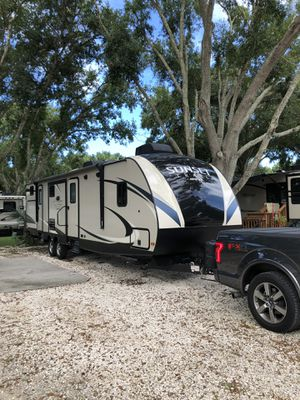 REDUCED !! BETTER THAN NEW - 37ft Travel Trailer RV with Bunkhouse for storage or sleeping for Sale in Tampa, FL