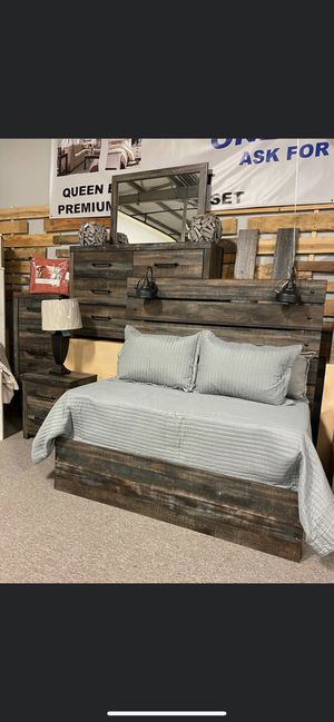 Rustic Bed frame w/ Lamps for Sale in Nashville, TN