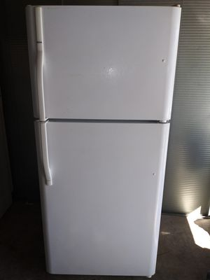 """Kenmore Apartment Size Refrigerator 30"""" w by 68""""1/2 h (is on and cold right now(can deliver for free for Sale in Claremont, CA"""
