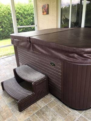Hot tub excellent condition paid 5000 selling for 4500 negotiable Cash only for Sale in Lake Placid, FL