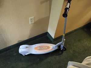 Electric razor scooter for Sale in Chandler, AZ
