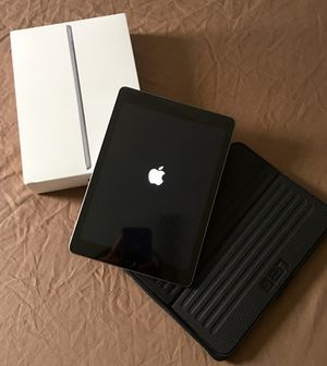 Apple iPad 6th Gen w/ case for Sale in Murfreesboro, TN