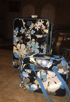 Roxy Hawaiian print luggage and carry on bags for Sale in Las Vegas, NV