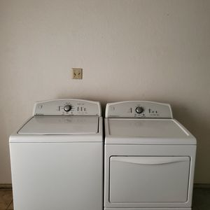 SET WASHER AND DRYER KENMORE GOOD CONDITION BOTH ELECTRIC KING SIZE CAPACITY PLUS for Sale in Fort Worth, TX