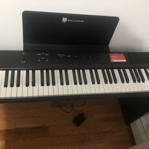Williams Like New Keyboard for Sale in Queens, NY