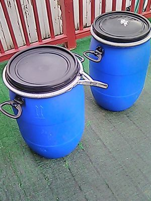 Blue drums with lid n lock for sale for Sale in Chicago, IL