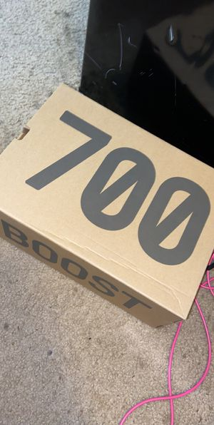 REAL Yeezy boost 700 mauve with official tags and box for Sale in Miami, FL