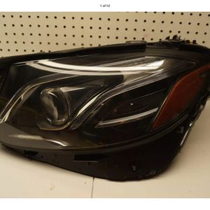 2017 2018 MERCEDES BENZ E CLASS LEFT SIDE HEADLIGHT OEM for Sale in Lynwood, CA