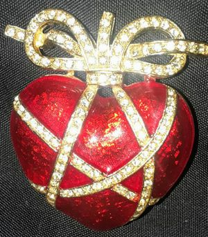 Vintage LIA Red enamel and rhinestone heart brooch for Sale in Tampa, FL