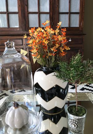 Fall decor, Black and White Vase with Flowers for Sale in Federal Way, WA