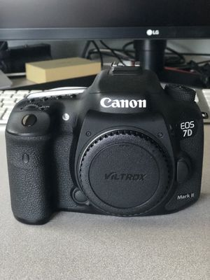 Canon 7d mark ii w/55-250 STM lense & more for Sale in Lakeside, CA