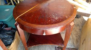 Round End Table for Sale in Provencal, LA