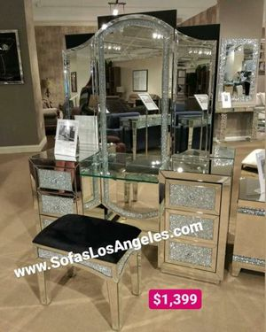 Mirrored glamorous luxurious vanity for Sale in Downey, CA