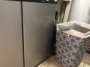 Frigidaire mini fridge FFPA33L2SM for Sale in Alcoa, TN
