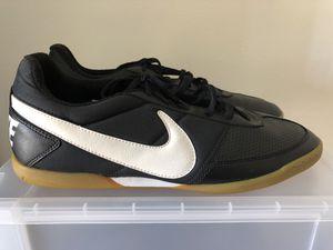 Nike Davinho Men s Indoor Soccer Shoes ⚽ 580452-010 Black Wht Gum e87904d2b04