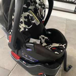 Britax infant car seat Camooflage Used for Sale in Longwood, FL