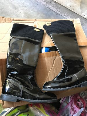 Girls make Michael Kors boots size 1 .Spring Branch pick up only for Sale in Houston, TX