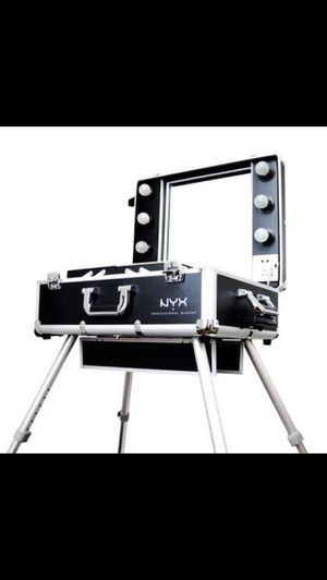 NYX Pro Makeup Vanity/TrainCase for Sale in Pomona, CA