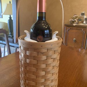 Longaberger Wine Tote Basket With Insert for Sale in Schaumburg, IL