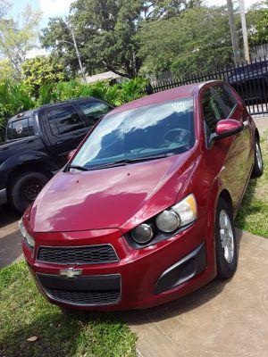 Chevy sonic 2013 for Sale in Miami, FL