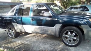 2002 Chevy avalanche 2500 for Sale in Miami, FL
