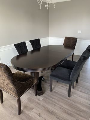 Dining room table and chairs for Sale in Macomb, MI