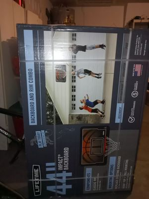 Lifetime basketball hoop bran new in box for Sale in Port Richey, FL