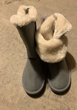 Girl winter boots size 1 - old navy for Sale in Middleton, WI