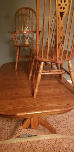 Dinning room table and six chairs for Sale in Valrico, FL