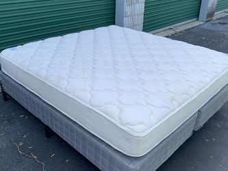 King Size Mattress With Box Springs & Foldable Frame for Sale in Ocala,  FL