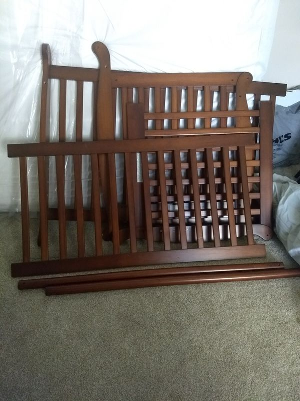 Davinci Emily 4 in 1 crib with mattress - never used
