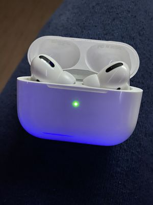 Apple AirPods Pro w/ Charger Case for Sale in Silver Spring, MD