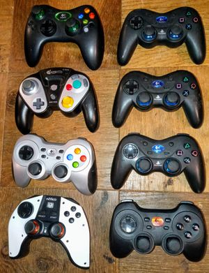 Lot of 8 Video Game Wireless Controllers for Sale in Seattle, WA