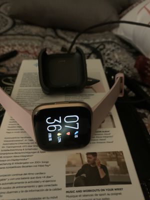 Fitbit Versa 2 Almost New for Sale in Arlington, TX
