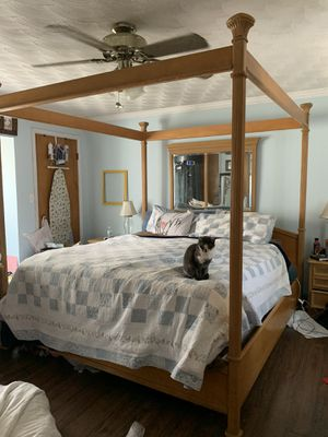 King bedroom set for Sale in Wellsville, PA