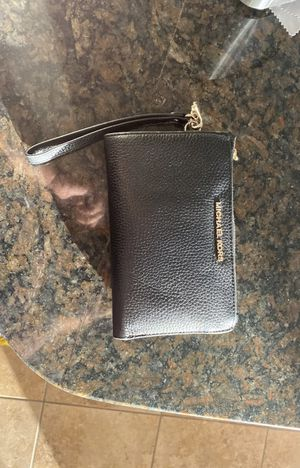 MICHAEL KORS Adele Leather Smartphone Wallet for Sale in San Antonio, TX