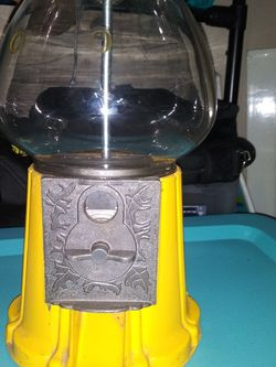 Antique Yellow Gum Ball Machine for Sale in Salem,  OR