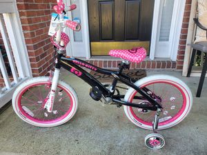 """Hello Kitty 18"""" Girl Bike with Training Wheels for Sale in Duluth, GA"""