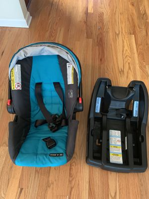 Almost new Graco SnugRide for Sale in Lawrenceville, GA