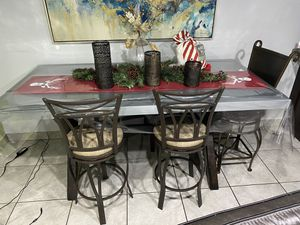 Dining room table for Sale in Dearborn, MI