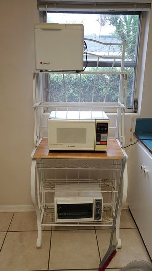 Microwave, toaster oven, bread maker for Sale in Altamonte Springs, FL