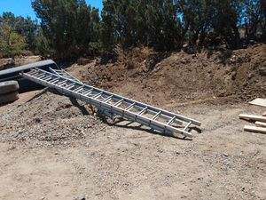 32' aluminum extension ladder for Sale in Pinon Hills, CA