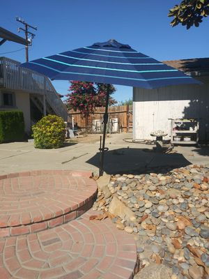 Umbrella 8ft. Wide for Sale in Hanford, CA