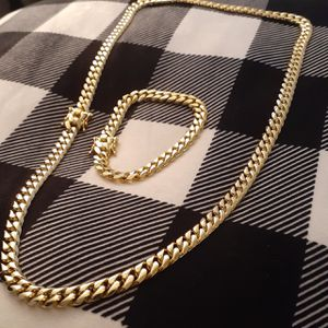 $100....14 karat gold plated Cuban Link chain and bracelet set for Sale in Hollywood, FL