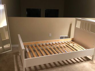 Bed frame Twin Size with 2 mirrors for Sale in Los Angeles,  CA