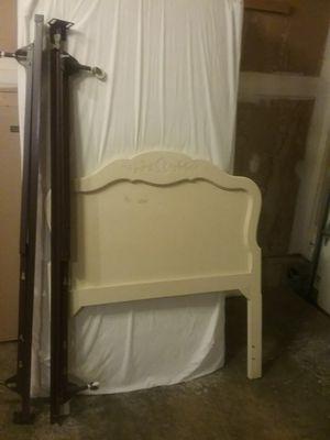 Single Bed & Dresser for Sale in Middletown, MD