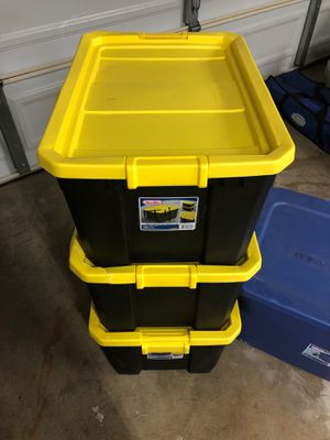 19 and 30 Gal totes for Sale in Pomona, CA