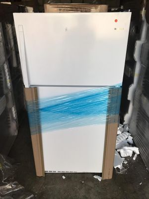 Refrigerator Whirlpool white T/B 33'. New. Warranty for Sale in Hialeah, FL