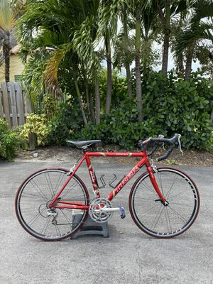 TREK SL2200 Road bike 650cc wheels for a smaller person for Sale in Fort Lauderdale, FL