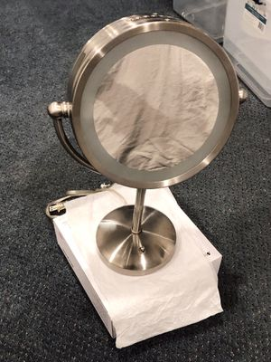 Lighted vanity/ makeup mirror for Sale in New York, NY